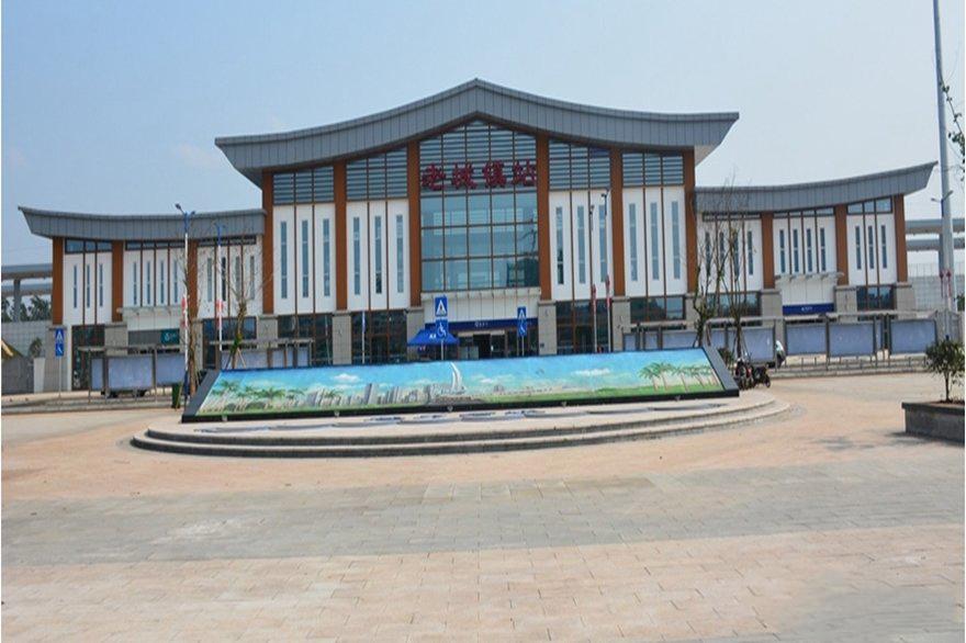 藏龙福地老城镇动车站