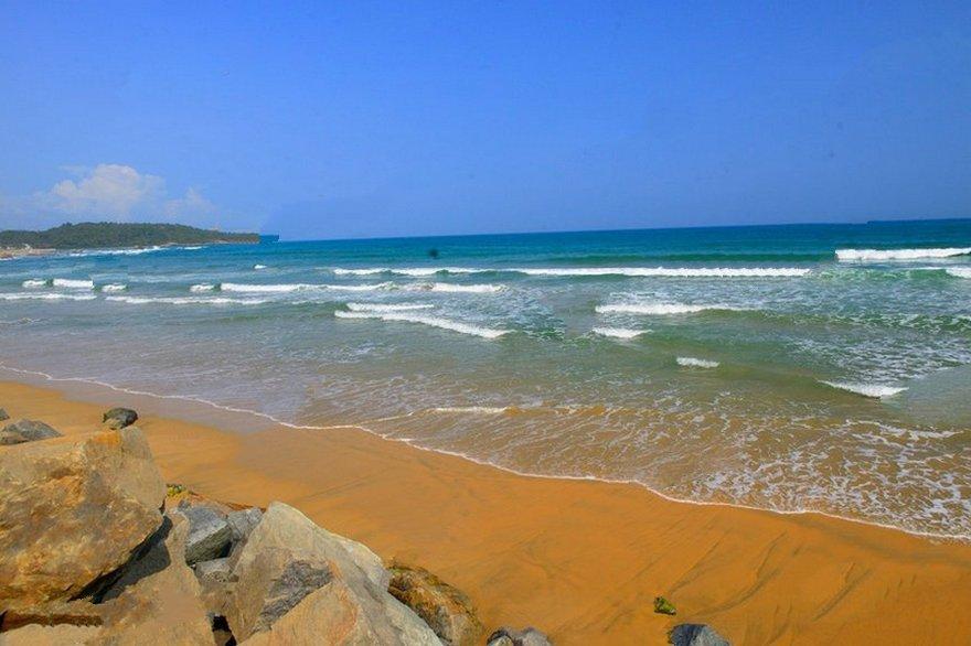 融创日月湾周边配套海滩